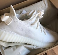 unpaired white adidas Yeezy Boost 350 with box Los Angeles, 90002