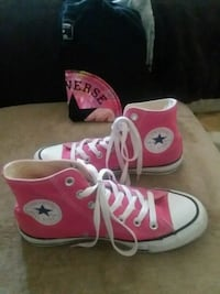 Pink size 7 hightop chuck taylor all star converse Las Vegas, 89183