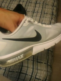 White and gray Nike Air max sequence sneaker Surrey, V3S 2K9