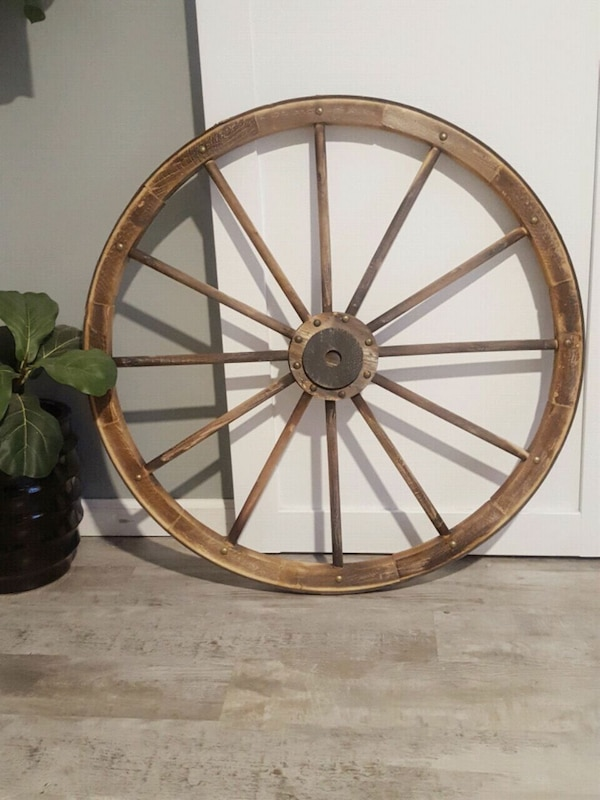 Used Large Wagon Wheel Wall Decor For