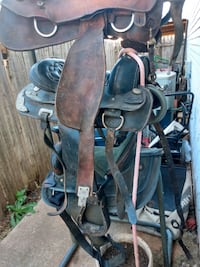 Horse saddles and stand to complete Saddles and to