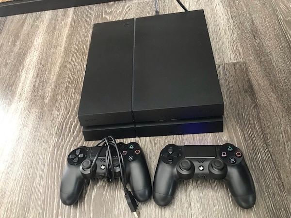 Black sony PS4 console with two controllers 07cc262d-f191-4747-b481-b2466099031c
