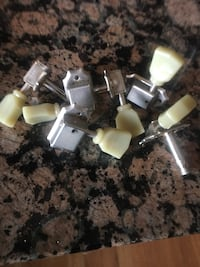 These are vintage kluson machine heads with all hardware Whitby, L1N 2G2