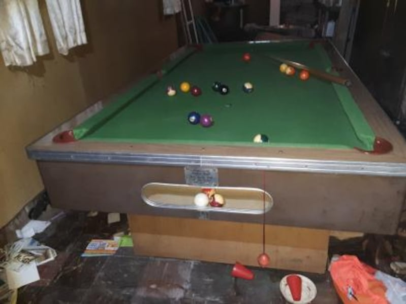 Antique pool table slightly used 1000$ or best offer Custom Craft c0fa074e-82d5-4a09-adca-1a1aff8f629c