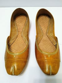 Leather shoes, gorgeous mustard yellow, 9.5-10 Mississauga, L5M 4Z5