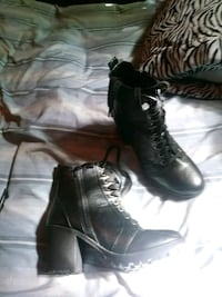 pair of black leather boots Worth, 60482