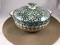 Christmas Stoneware Casserole Bowl Folk Craft Ginger Bread by Tienshan, from oven to table Chesapeake, 23320