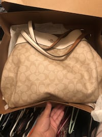 white and brown Coach monogram handbag Henderson, 89014