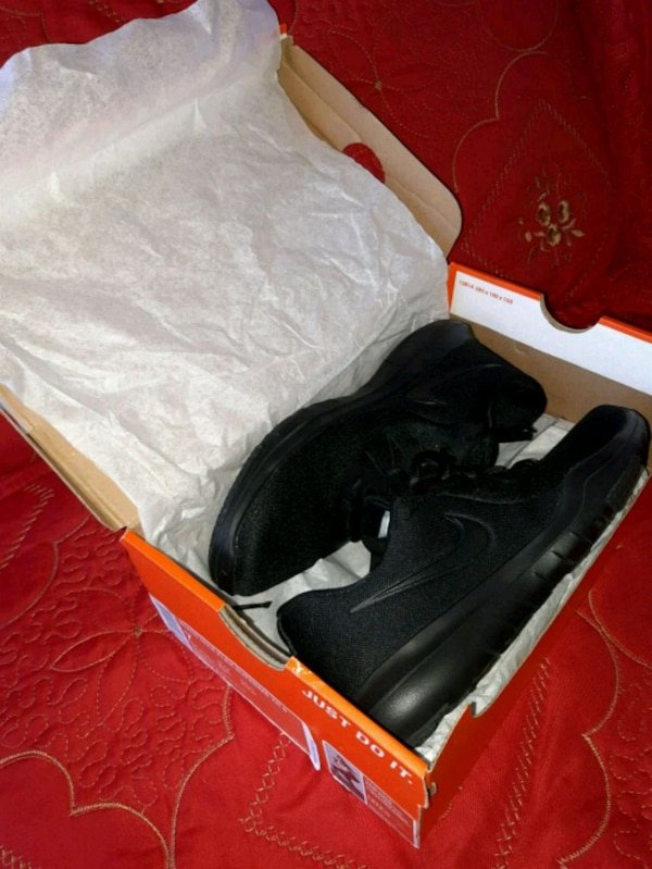 18c3922d5672 Used NEW BLACK WMNS NIKE FLEX SUPREME TR6 (SIZE 7) for ...