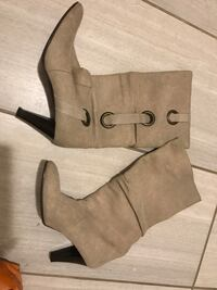 pair of gray suede heeled pointed-toe knee boots Clovis, 88101