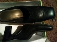 pair of black leather heeled shoes Midvale, 84047