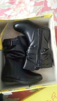 toddler's black leather boots in box size 5