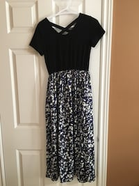 black and white floral scoop-neck dress Kitchener, N2E
