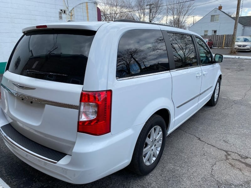 Chrysler-Town and Country-2014 523075c9-f917-4967-a872-89dc08919337
