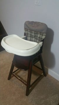 Eddie Bauer classic wood high chairs,used Mississauga, L5G