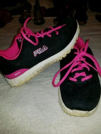 Pink and black flis shoes Bowling Green, 42103