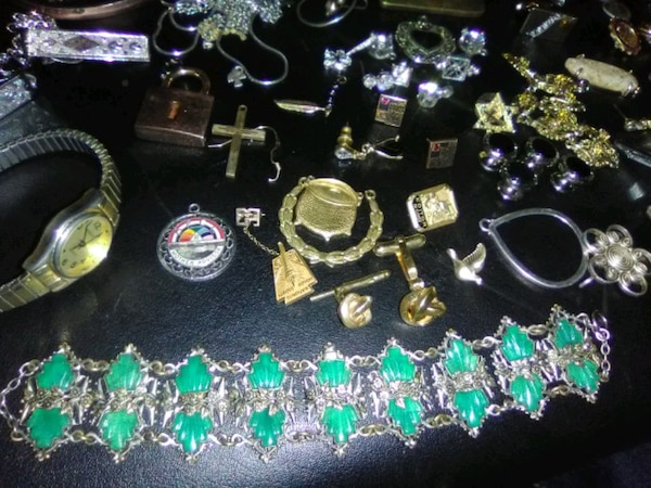 Jewelry and stuff and things  eaccbc9a-ea53-43ac-bc2c-5452d868fa93