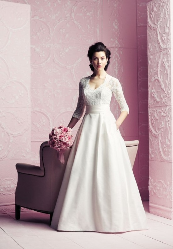 Used Paloma Blanca Wedding Gown Style 4260 For Sale In Vancouver