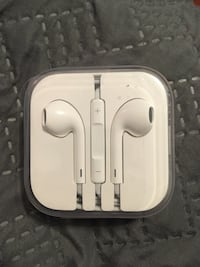Apple EarPods wired headphones  Alexandria, 22303