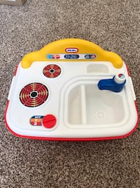 Little tykes kitchen sink and stove play place Edmonton, T6V 0G1