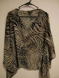 black and white floral scoop-neck shirt 66 km