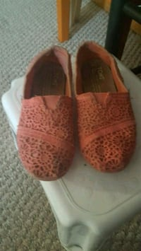 girls toms size 12.5