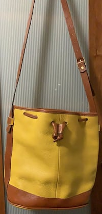 Women's Bucket Bag Toronto, M5T 3B9