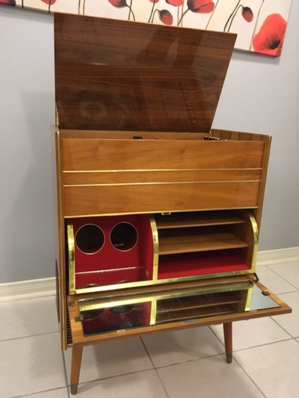 Vintage 1960's Record player and radio - working great 0f9785a2-394e-421d-9973-f595ac414ff6