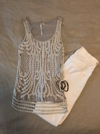 CUTE silver top with detailed overlay! Size XS Harahan, 70123