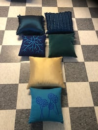 Look brand new decorations pillows. Pick up anytime.
