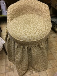 Vanity/dressing table chair...pick up in Rome, GA Washington, 20024