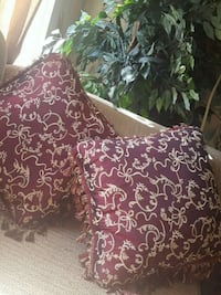 Burgundy and gold pillows Lethbridge, T1H 0K9