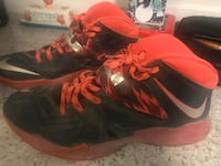 Red-and-black Nike basketball shoes Zillah, 98953