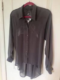 Blouse with lace detail on back, size XS Vaughan, L4L