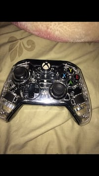 black and gray Xbox One controller 3148 km