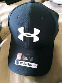 black and white Under Armour classic fitted cap Regina, S4S 2L3