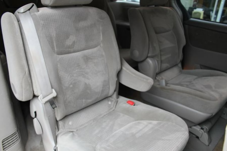 Used 2010 Toyota Sienna for sale 43bed962-1261-4f5c-9e60-5952b3df8c53