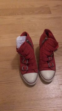 Ash red sneakers 530 km