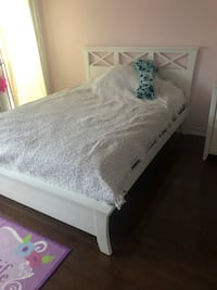 White solid wood double bed In excellent condition. Oakville