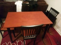 Table and chairs like new  Shreveport, 71106