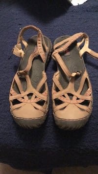 pair of brown leather sandals Apex, 27502