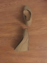 Pair of brown leather heeled shoes Kelowna, V1X 5C6