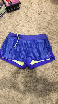 Running shorts size small. Mission Viejo, 92691