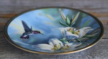 HUMMING BIRD & LILIES, collectible plate