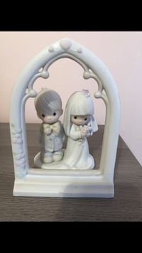 Precious moments 2 piece bride and groom with arch  Tamarac, 33321