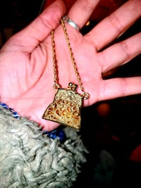 VINTAGE Opening Chain Purse Necklace with over a foot long chain