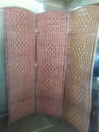 brown wicker 3-panel room divider Macon, 31216