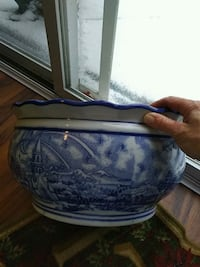 Blue and white Chinese porcelain planter 703 mi