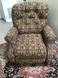 Beautiful Recliner fabric Quincy, 02170