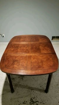 Dining room table 4 to 8 seater